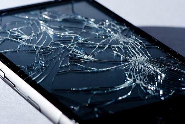 Smartphones La Formule Mathematique Qui Explique Pourquoi L Ecran Casse Apres Une Chute