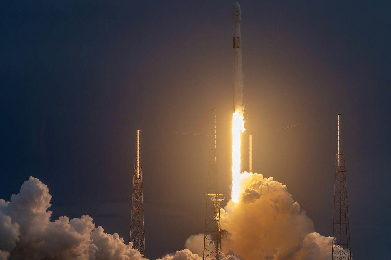 SpaceX: un booster vole pour la 3e fois lors d'un lancement gratuit pour Spacecom