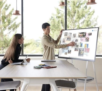 Surface Hub 2S 1