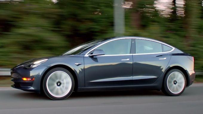 Tesla Model 3 02