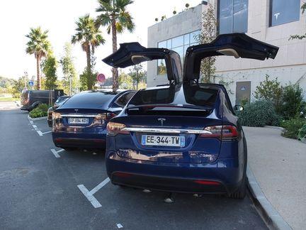 Tesla Model X P90D Falcon Wing