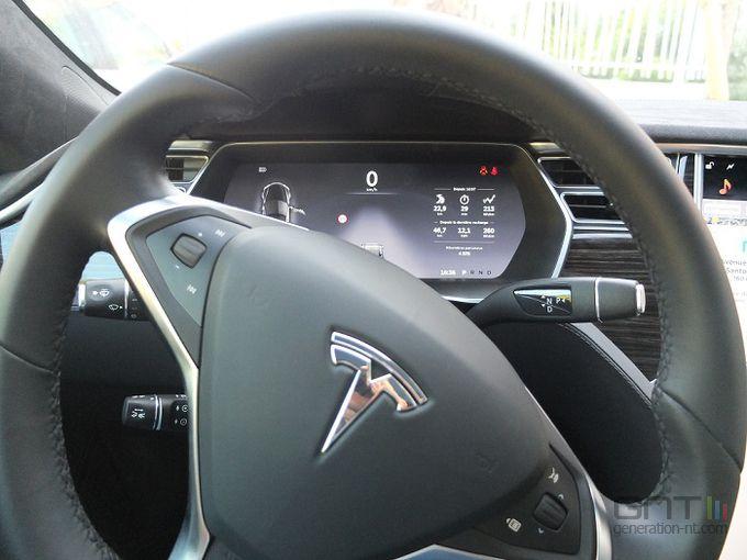 Tesla tableau bord