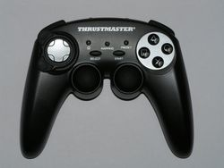 test manette thrustmaster run and drive wireless 3 in 1 image (1)